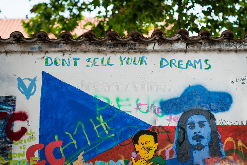 John Lennon Wall in Praag stock foto's