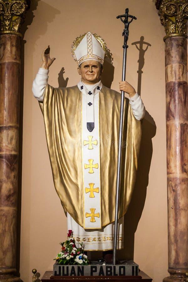 John Paul II-standbeeld in Nieuwe Kathedraal in Cuenca stock foto's