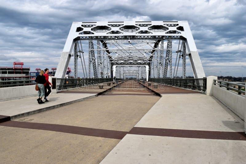 John Seigenthaler Pedestrian Bridge in Nashville Tennessee stock afbeeldingen