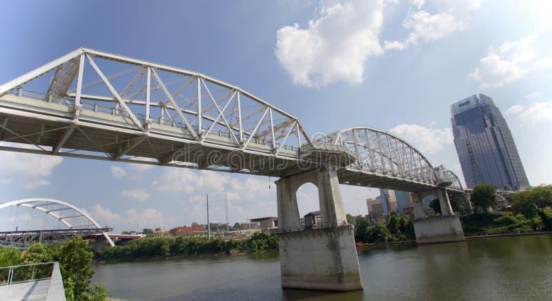 John Seigenthaler Pedestrian Bridge in Nashville Van de binnenstad royalty-vrije stock foto's