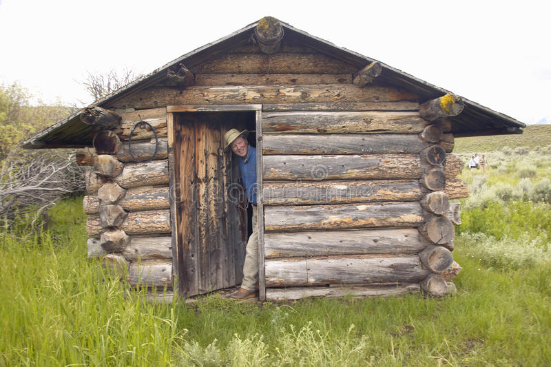 John Taft στο εγκαταλειμμένο παλαιό αγροτικό σπίτι το καλοκαίρι στην εκατονταετή κοιλάδα κοντά σε Lakeview, ΑΜ στοκ εικόνες
