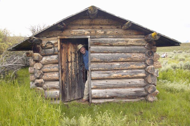 John Taft an verlassenem altem Gehöft im Sommer im hundertjährigen Tal nahe Lakeview, M.Ü. stockfoto