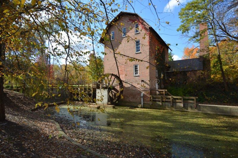 John Wood Old Mill i höst arkivbild