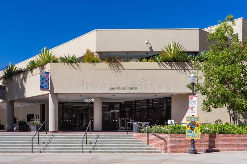 John Wooden Center no terreno do UCLA imagens de stock