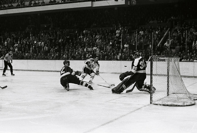 Johnny Bucyk Boston Bruins royaltyfria bilder