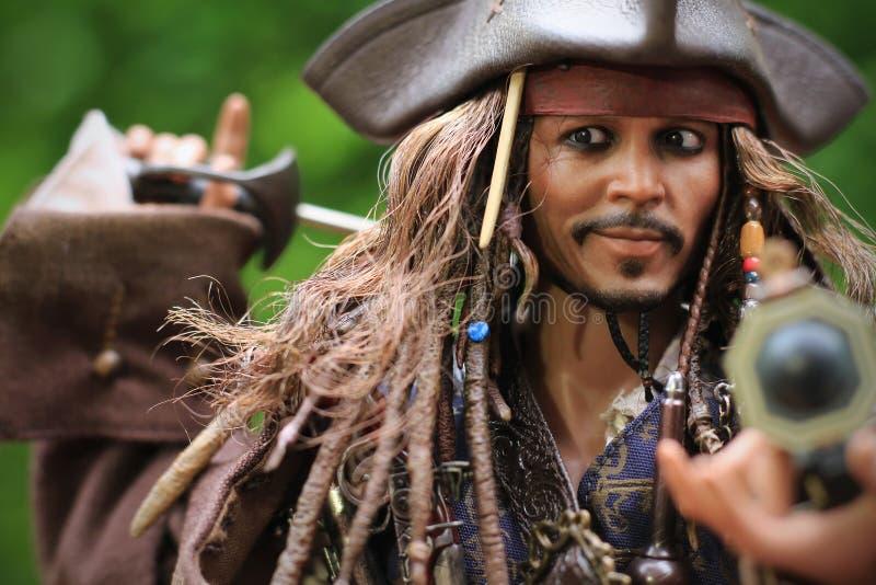 Johnny Depp som modelldiagramet 1/6 skala för kapten Jack Sparrow arkivfoton