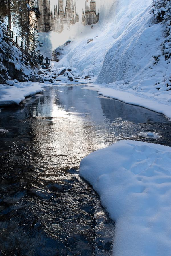 Johnston Canyon Banff nationalpark, i vinter royaltyfri bild