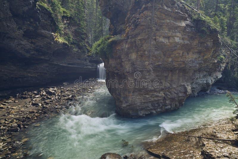 Johnston Canyon, senken Fälle lizenzfreies stockbild