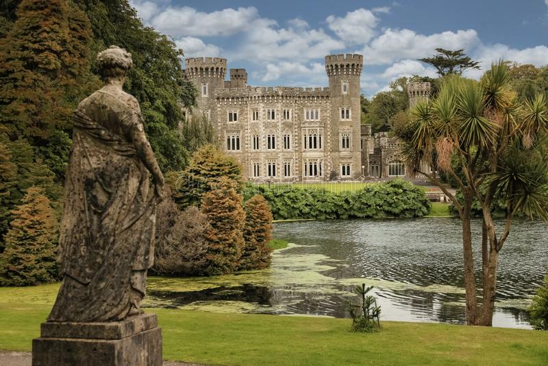 Johnstown slott ståndsmässiga Wexford ireland royaltyfria bilder