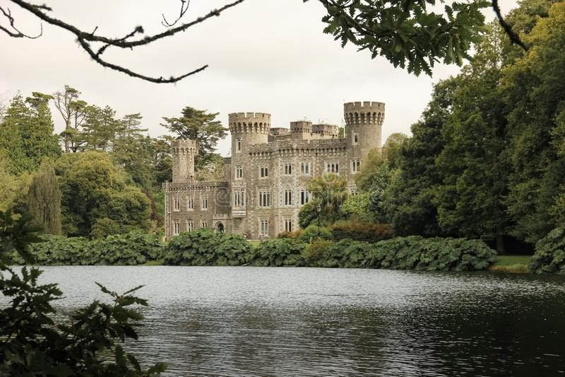 Johnstown slott ståndsmässiga Wexford ireland royaltyfria foton