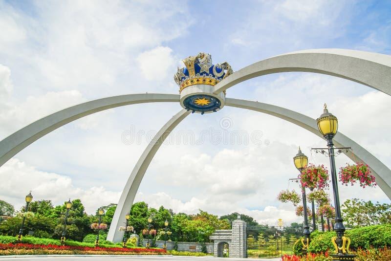 JOHOR, MALÁSIA - 10 DE ABRIL DE 2017: Coroa real da réplica de Johor Pontiac em Malásia imagem de stock