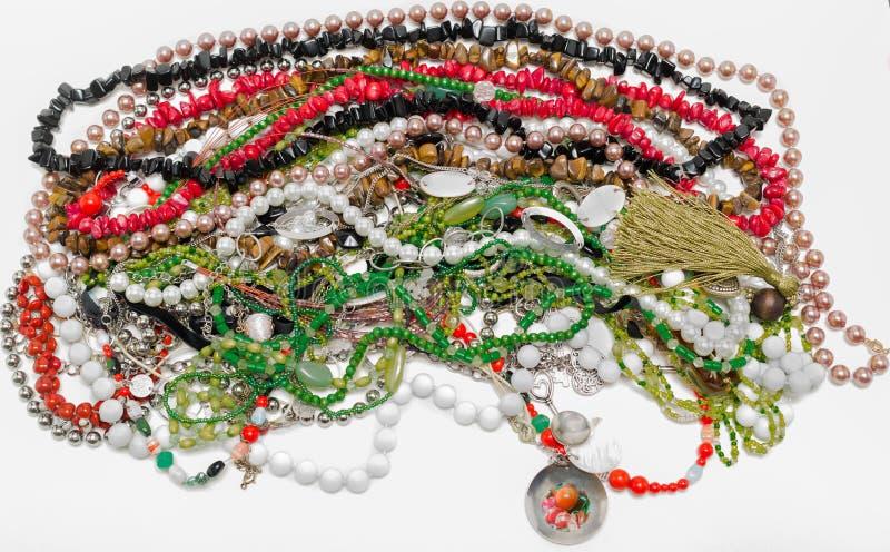 joia colorida e colares isoladas em b branco foto de stock