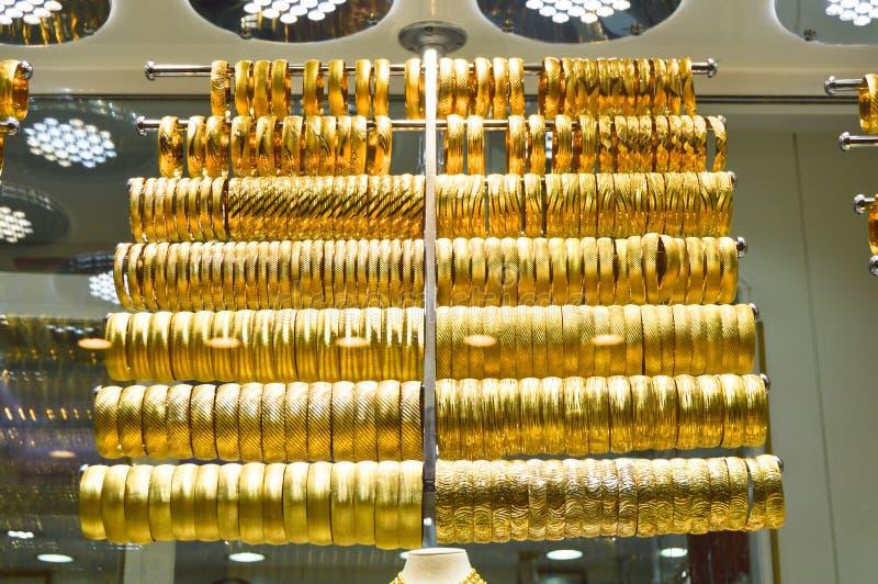 Joia do ouro no bazar grande foto de stock