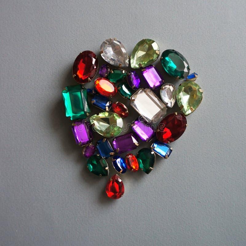 A joia efervescente das pedras brilhantes do encanto brilha fundo do quadro das gemas fotografia de stock