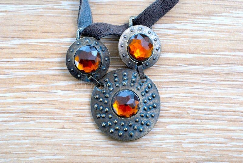 joias empoeiradas da colar do vintage imagens de stock