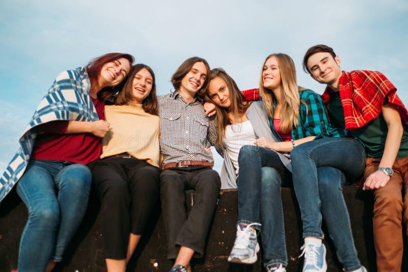 Joie de liberté d'amitié de diversité de personnes de groupe photos libres de droits