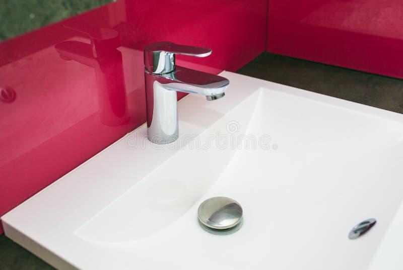 Joint blanc de main dans un hôtel image libre de droits