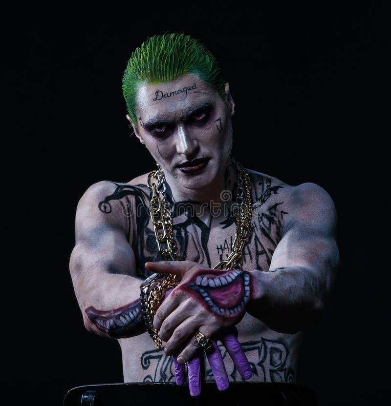Joker des bandes dessinées d'un peloton de suicide sur un fond noir Renivellement professionnel photos libres de droits