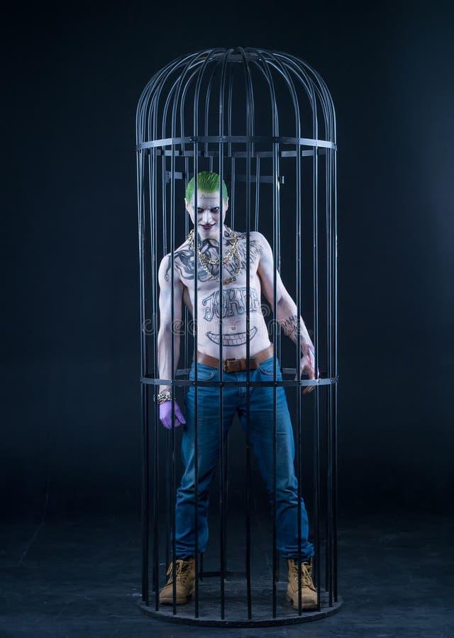Joker från komiker för en självmordtrupp på en svart bakgrund applicera glanskanten gör upp professionelln arkivbild