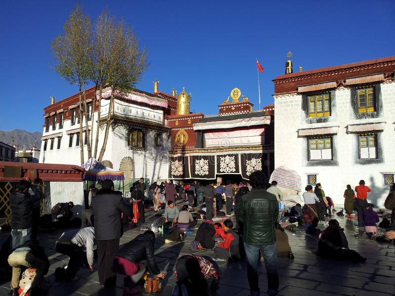 Crowd worship at outside of Jokhang Temple stock images