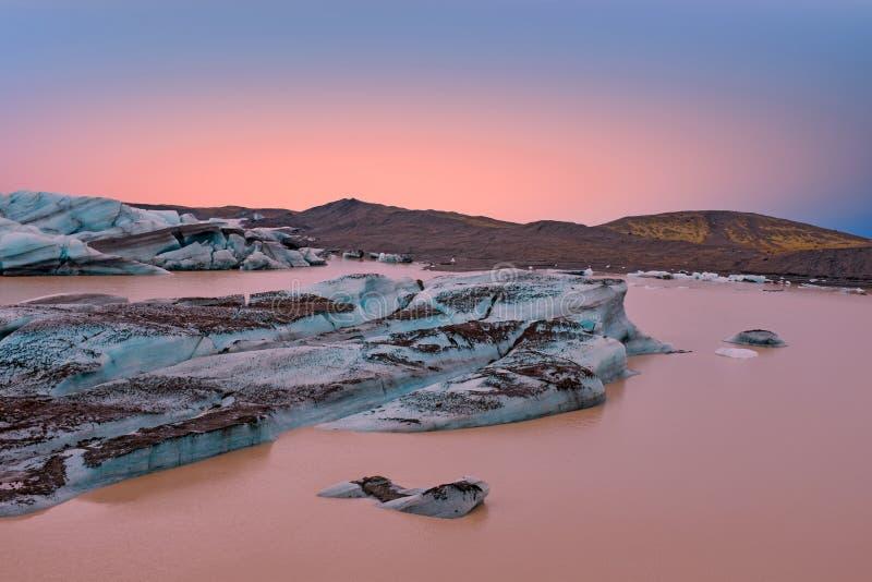 Jokulsarlon、冰川和湖冰岛的日落的 图库摄影