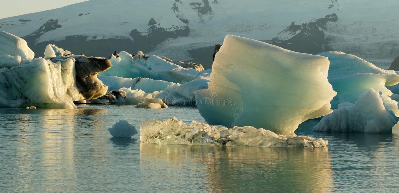 Jokulsarlonijsberg in de gletsjerlagune royalty-vrije stock afbeelding