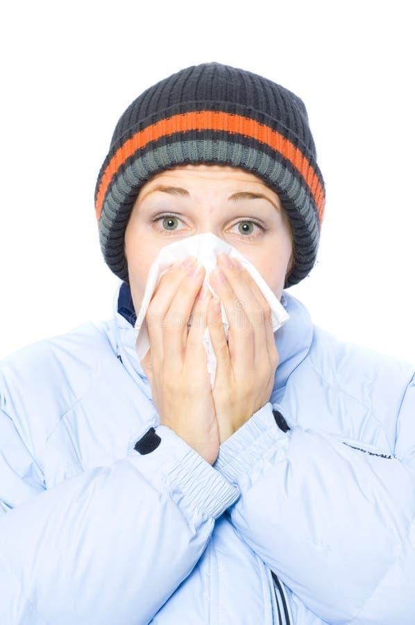 Joli éternuement de femme. grippe photo libre de droits