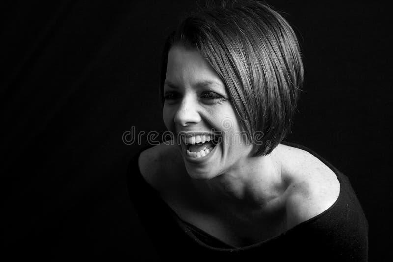 Joli Brunette - sourire de lancement photographie stock libre de droits