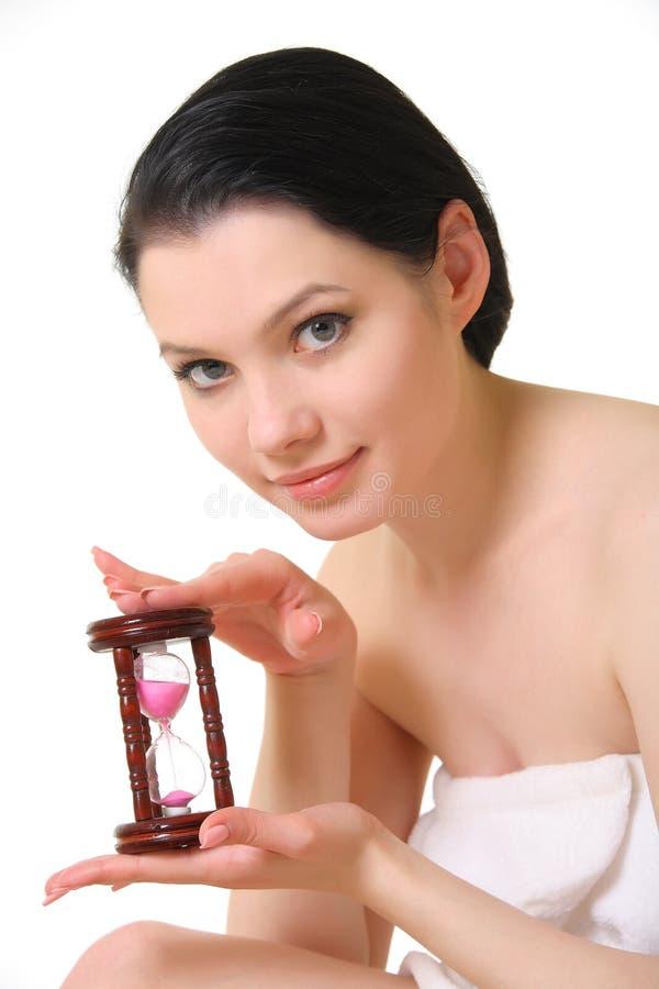 Joli femme avec le sablier photos stock