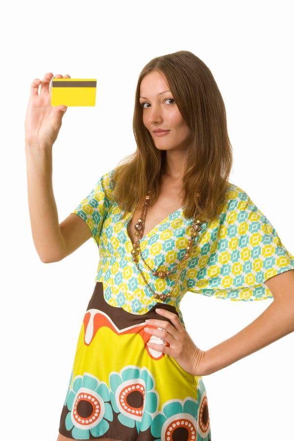 Joli femme avec par la carte de crédit   photographie stock libre de droits