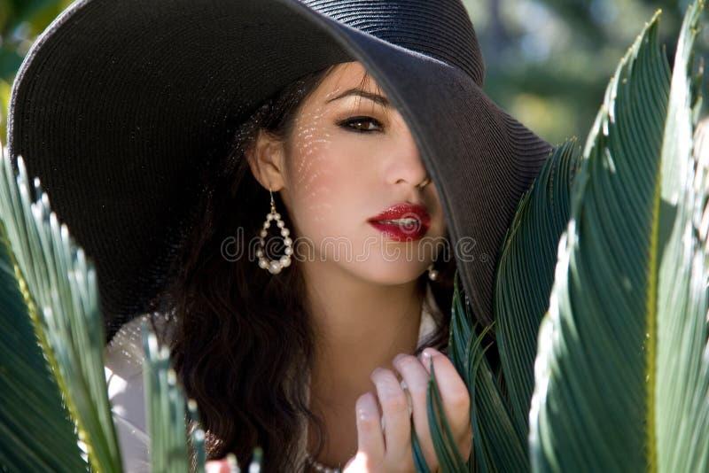 Joli femme dans le chapeau photographie stock libre de droits