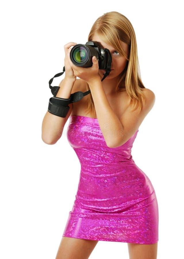 Joli femme photographiant avec l'appareil-photo image stock