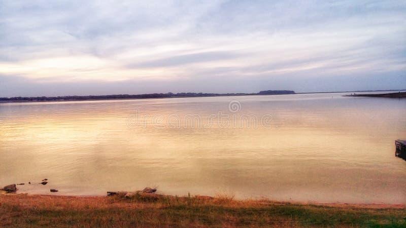 Joli lac photographie stock
