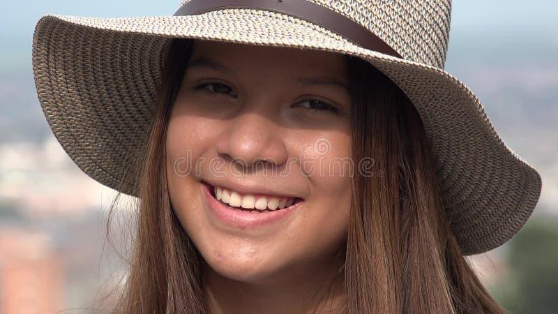 Joli sourire de l'adolescence de fille photo stock