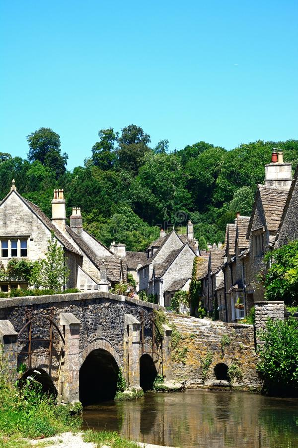 Joli village de Cotswold, château Combe photos libres de droits