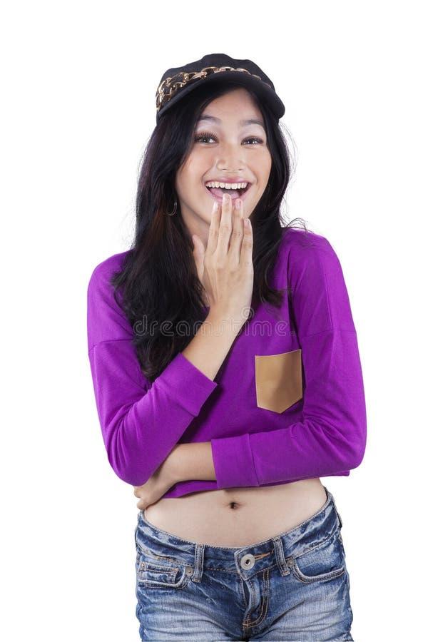 Jolie adolescente avec les vêtements à la mode images libres de droits