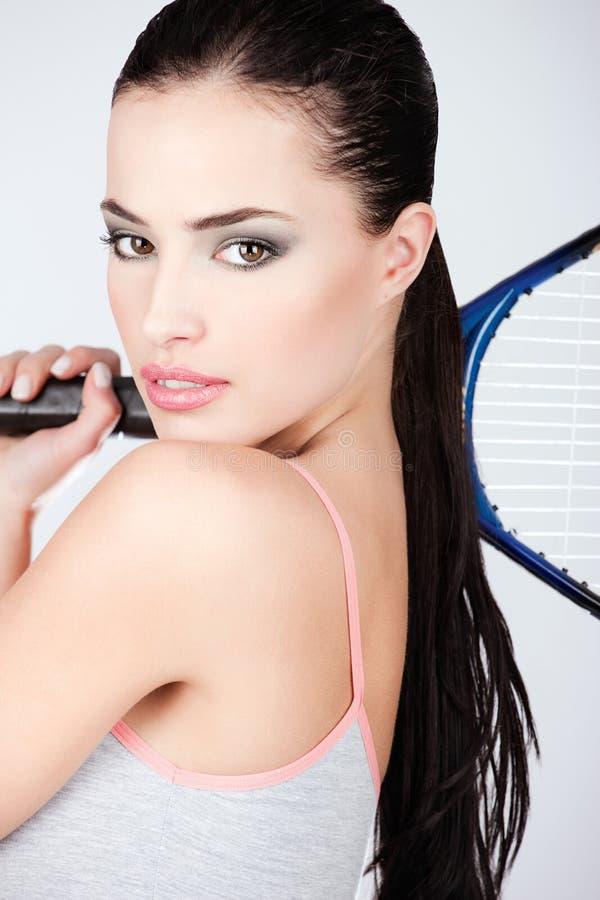 Jolie femme avec la raquette de tennis photos libres de droits
