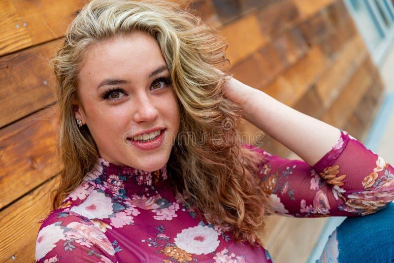 Jolie femme blonde de fille photographie stock libre de droits