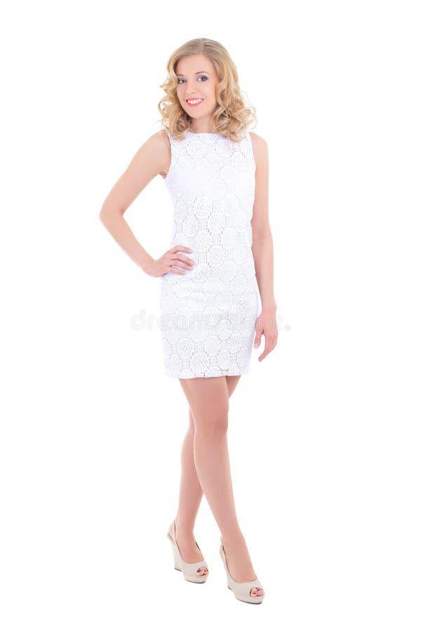 Jolie femme dans la pose blanche de robe photographie stock
