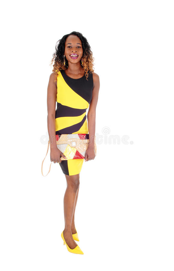 Jolie femme dans la robe noire jaune photo libre de droits