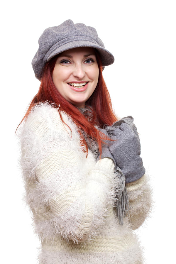 Jolie femme dans le chapeau, les gants et l'écharpe photographie stock libre de droits