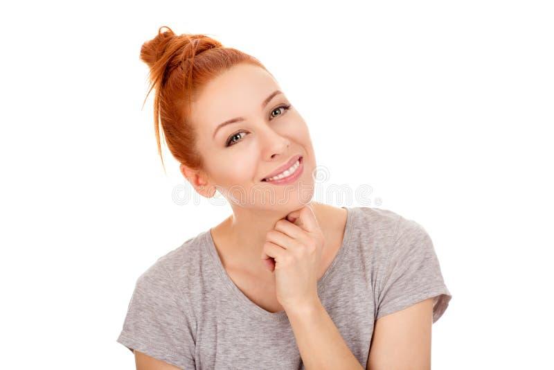 Jolie femme heureuse de sourire flirtant dans son 30s photos libres de droits