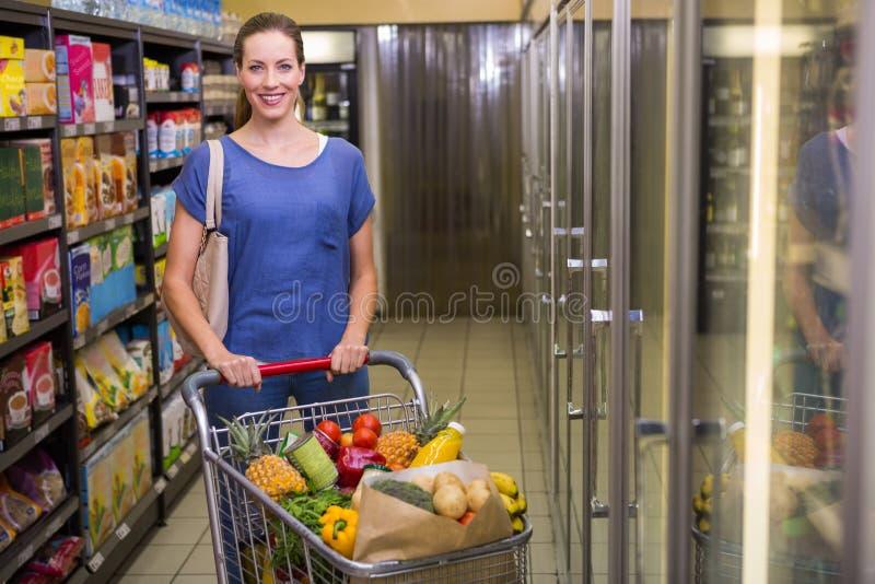 Download Jolie Femme Heureuse Regardant L'appareil-photo Image stock - Image du marché, consommateur: 56489951