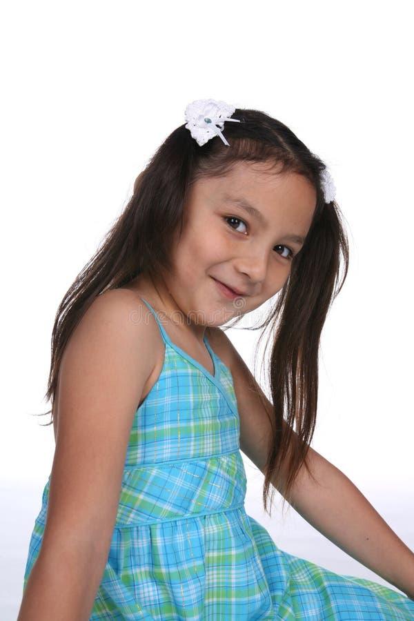 Jolie fille avec de longs tresses photographie stock