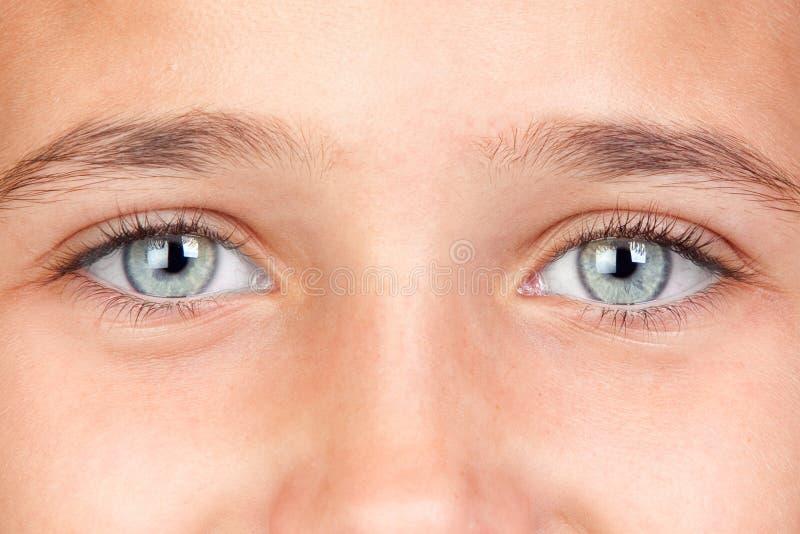 Jolie fille avec des œil bleu photo libre de droits