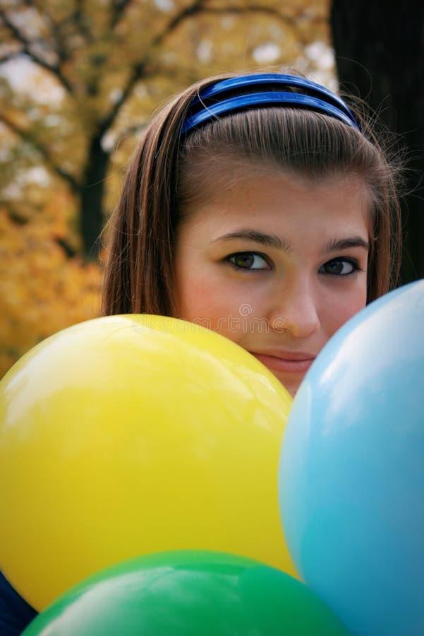 Jolie fille avec des ballons photo libre de droits