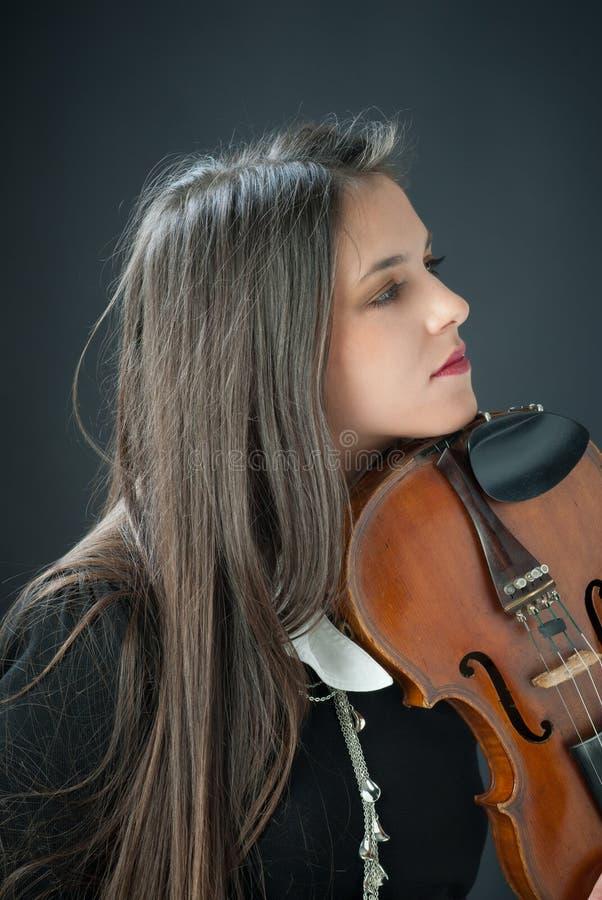 Jolie fille avec le violon photos stock