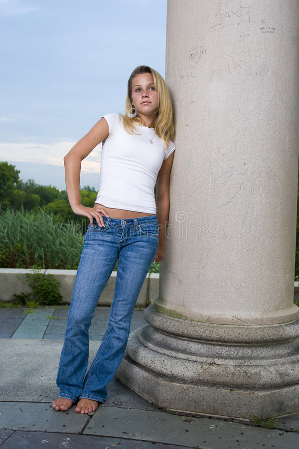 Jolie fille d'adolescent photographie stock libre de droits