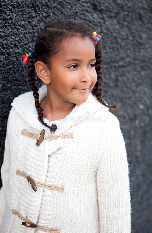 Jolie fille d'Afro-américain dehors images libres de droits