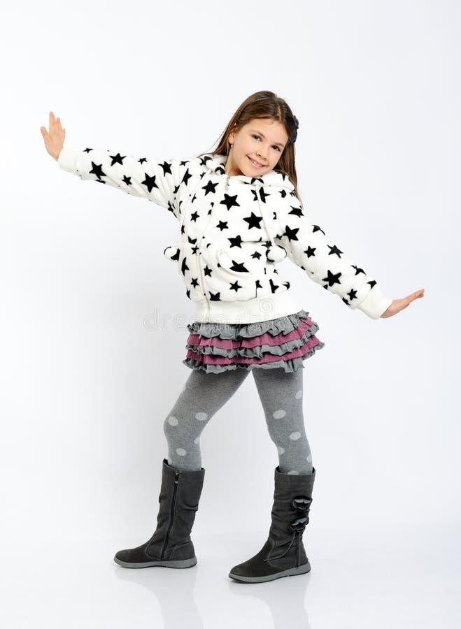 Jolie fille dans des vêtements de l'hiver image stock